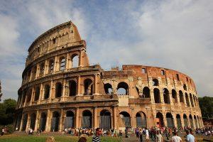 Koloseum - miejsce chętnie odwiedzane w Rzymie