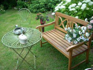 Jaką ławkę wybrać do ogrodu?